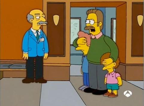 Ned Flanders trata de impedir que sus hijos contemplen los fósiles de la evolución humana. FOX TV / Antena 3