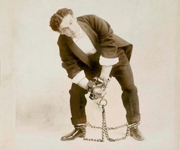 Houdini encadenado.