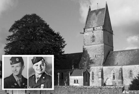 Las fotos de los sanitarios Moore y Wright ante la iglesia donde establecieron el puesto de auxilio el Día-D