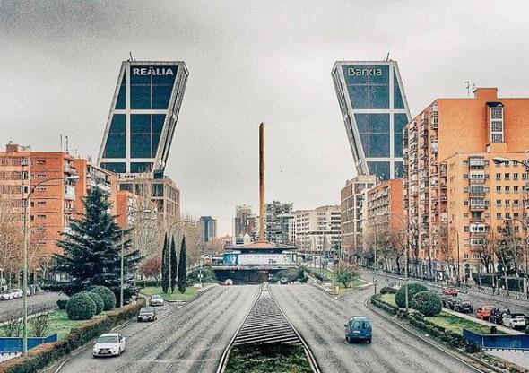 Madrid y las torres de la Plaza de Castilla con la escultura (rota) de Calatrava en el centro. Foto: Manuel Cuéllar.