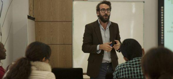 El profesor y politólogo Óscar Martínez Tapia