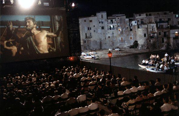 Fotograma de una escena de 'Cinema Paradiso'