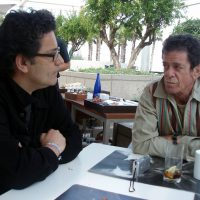 El periodista Ignacio Juliá con Lou Reed en Barcelona.