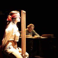 Un momento de la obra 'Una mujer desnuda y en lo oscuro'.