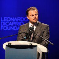 Leonardo Dicaprio da un discurso en su fundación.