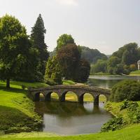 Stourhead house. Condado de Wiltshire (Inglaterra).     Los jardines (1741-1780) fueron diseñados por Henry Hoare II, inspirándose en las pinturas de Claude Lorrain Nicolas Poussin y, muy especialmente, Gaspar Dughet.