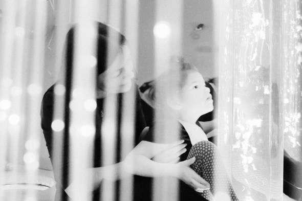 Fotografía de Sergei Stroitelev de la serie The House of Light, sobre una casa para niños terminales en San Petersburgo ganadora del Premio de fotografía Luis Valtueña.