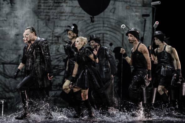 Un momento de la representación de 'Fausto' de Tomaž Pandur.