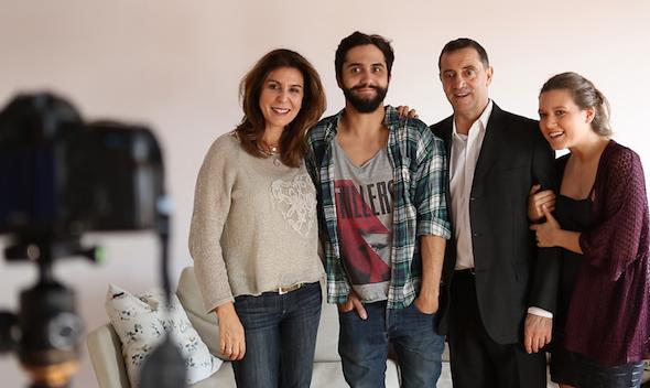 De izquierda a derecha, los intérpretes Sara Torres, Ricardo del Cano, Luis Sampedro y María Crespo, ponen en pie la obra 'En mi casa'.