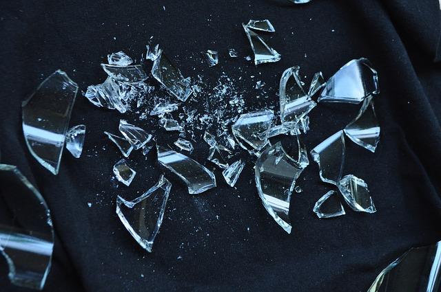 Cristales rotos. Foto: Pixabay.