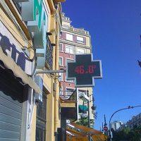 Un termómetro marca 46 grados al sol en Valencia.