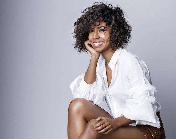 La cantante y compositora Fela Domínguez interpreta a Whitney Houston en el musical El guardaespaldas. Foto: Antonio Terrón.