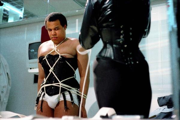 Susan Meiselas. Nueva York. 1995. La Caja de Pandora. La sala médica. Asfixia por la dominatrix Beatrice I.