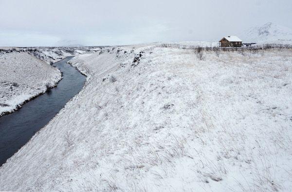 La nieve y el hielo se apoderan del paisaje de islandia. Una de las fotografías del libro 'Islandia bajo cero' del fotógrafo Andoni Canela y el escritor Xavier Moret