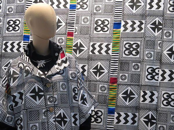 Una de las piezas expuestas en la muestra 'El lenguaje de las telas: arte textil en África Occidental'.
