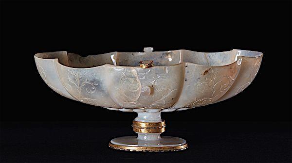 Taza baja gallonada de Calcedonia. Foto: Museo del Prado.